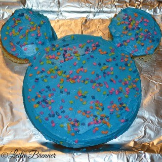 Super Simple DIY Mickey Mouse Cake