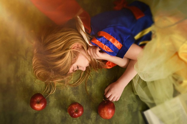 Teaching Your Children How to Avoid Everyday Dangers Through Reading: Snow White