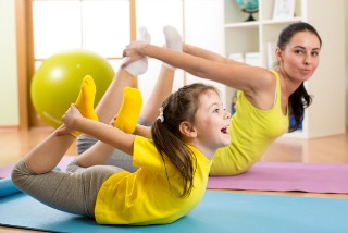best yoga poses to do with your kids  experiencing parenthood